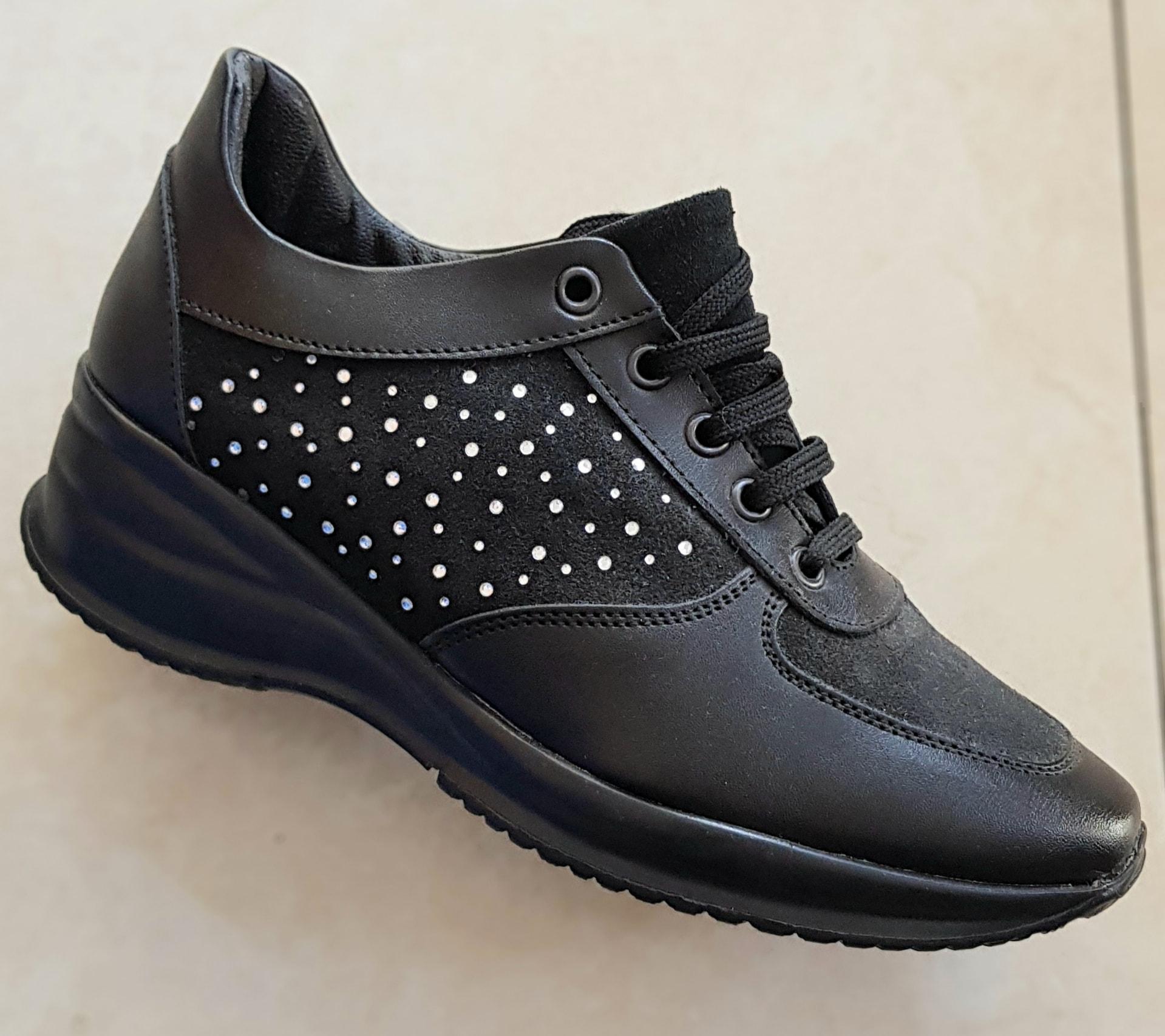 calzatura-modello-hogan-donna-con-strass-col-nero